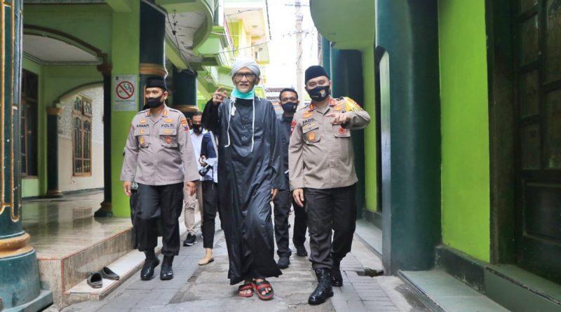 Kapolda Jatim Kunjungi Pesantren KH Miftachul Akhyar di Surabaya