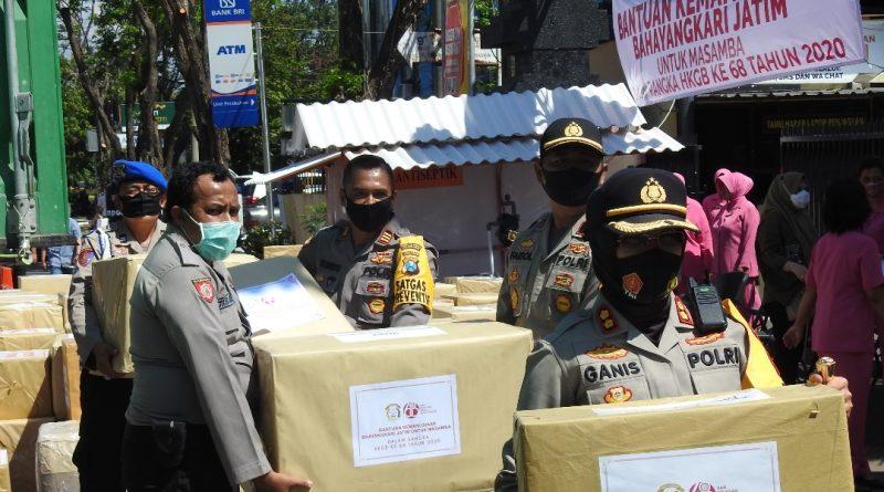 Bantuan Kemanusiaan Masamba Diberangkatkan Depan Mapolres Pelabuhan Tanjung Perak