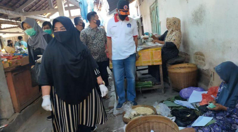 Wakil Bupati Magetan Monitoring dan Mengajak Masyarakat Taati Himbauan Pemerintah dengan Bagikan Masker