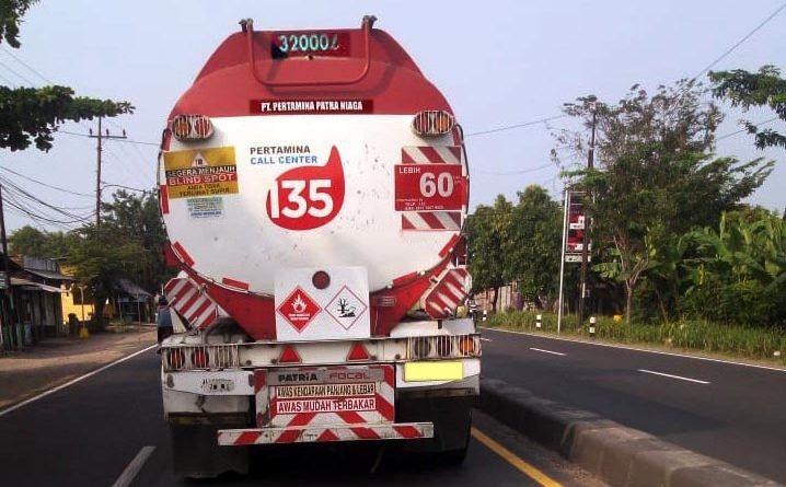 TrukTang BBM Kepergok NGOMPOL di Sekitaran Jalan Raya By Pass Krian