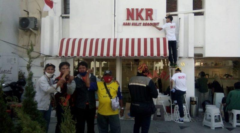 Akibat Bandel mengunakan Nama NKRI, Resto depan Hotel Mojopahit Surabaya, di Gruduk Ormas Pemuda Pancasila