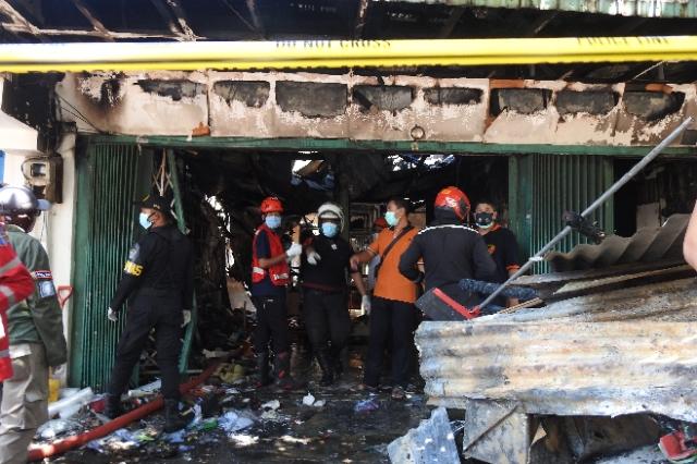 Si Jago Merah Melalap Sebuah Toko Elektronik di Jalan Kranggan Surabaya , 5 Orang Tewas