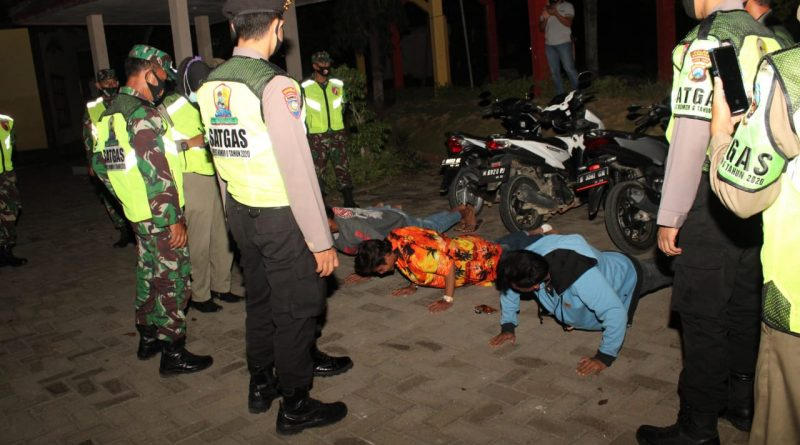 Polres Bangkalan Bersama Petugas Gabungan Razia Masyarakat Tidak Menggunakan Masker