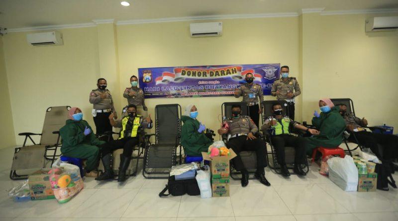 Satlantas Polrestabes Surabaya di HUT Lalu Lintas Bhayangkara ke 65, Menggelar Donor Darah di Musim Pandemi Covid