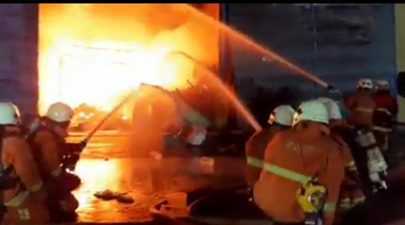 Tiga Gudang di Margomulyo Ludes Terbakar