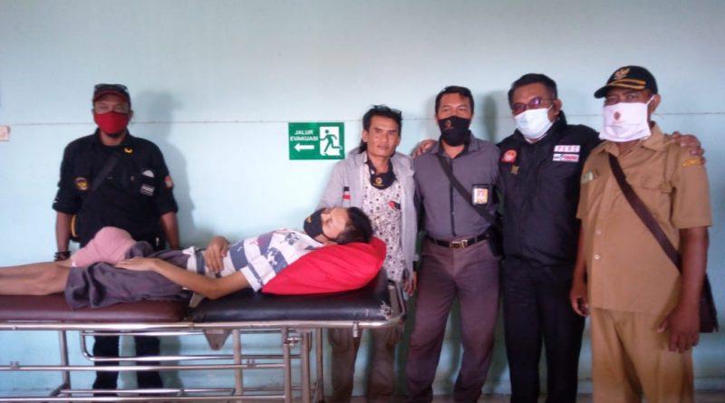 Demi Warganya yang tak Mampu dan menderita penyakit Tumor Kades Ds. Tempuran Mojokerto Rela meninggalkan tugasnya.