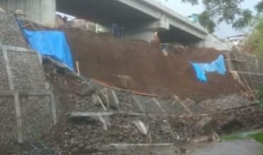 Baru DIKERJAKAN, Dua Hari DITERJANG Air Hujan PLENGSENG Jembatan Kedung Kandang AMBROL