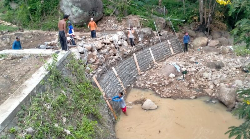 Menghadapi musim penghujan DPUPR Magetan Rehabilitasi Talud Saluran Irigasi Desa Mojopurno