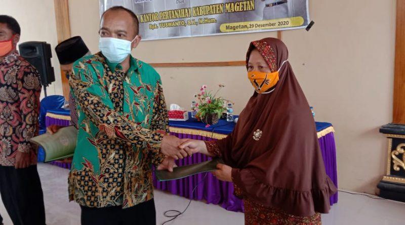 BPN Magetan Serahkan 544 Sertifikat Di Desa Rejomulyo