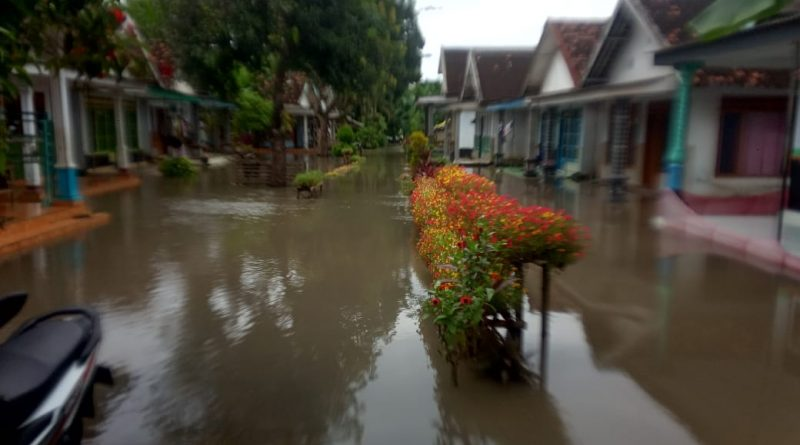 Sungai SADAR Meluap Puluhan Rumah Warga TERENDAM Banjir
