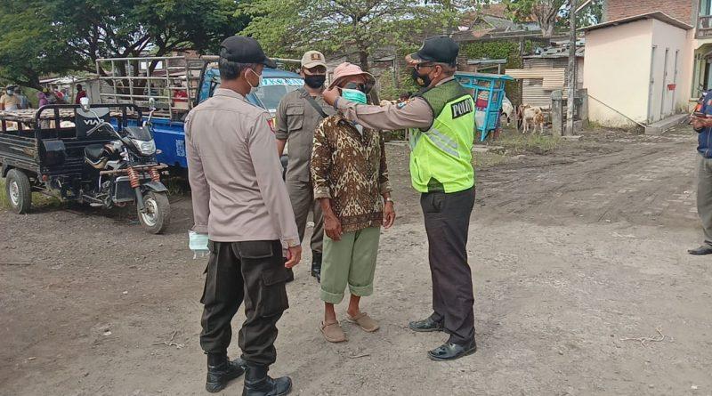 Polsek Balongpanggang Gelar Ops Yustisi dan Bagikan Masker,  Sasar Pasar Hewan