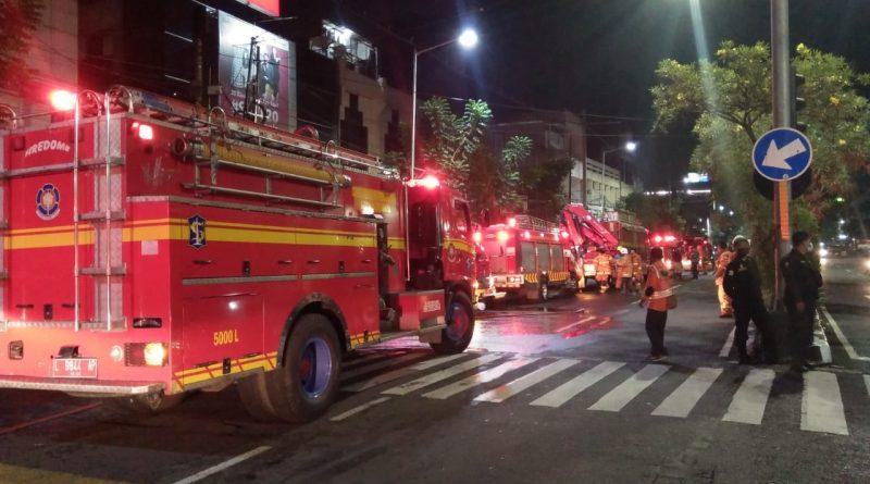 Toko LPG Kedungdoro Ludes Dilalap Api