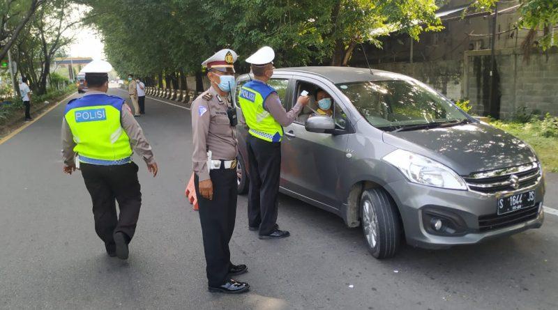 Polsek Sawahan Laksanakan Penyekatan Perbatasan Surabaya