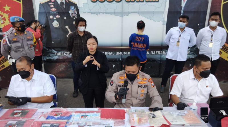 Direktorat Reserse Kriminal Umum Polda Jatim berhasil meringkus Pelaku resedivis wanita insvestasi bodong