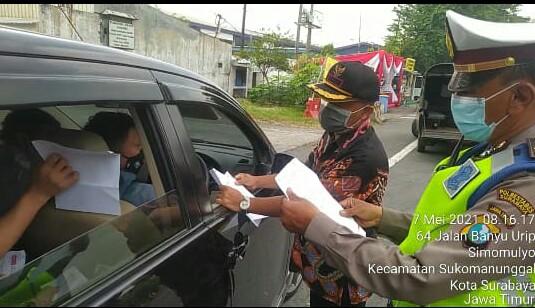 Polsek Sawahan Lakukan Penyekatan Perbatasan Surabaya